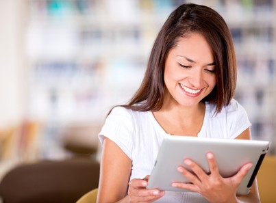 Woman studying American Accent Course on ipad.